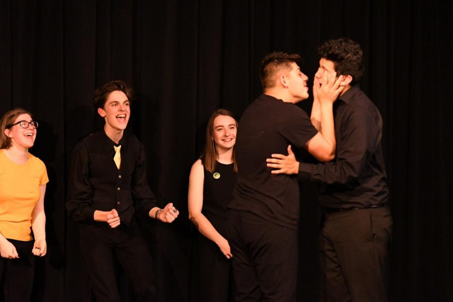 Seniors+Gus+and+Jorge+Gutierrez+almost+share+a+kiss+during+improv+