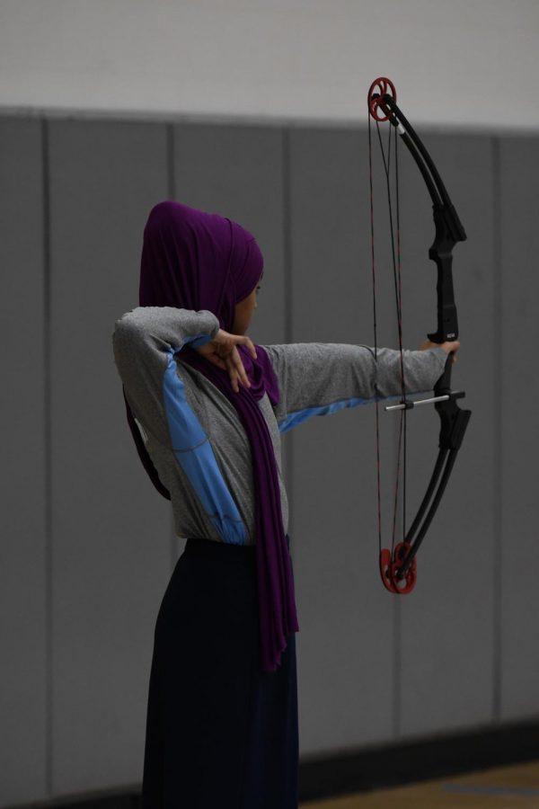 Junior+Ruweyda+Mahdi+shoots+a+bow+and+arrow+at+the+archery+tournament+at+Boone+County+High+School+on+Jan.+11.+