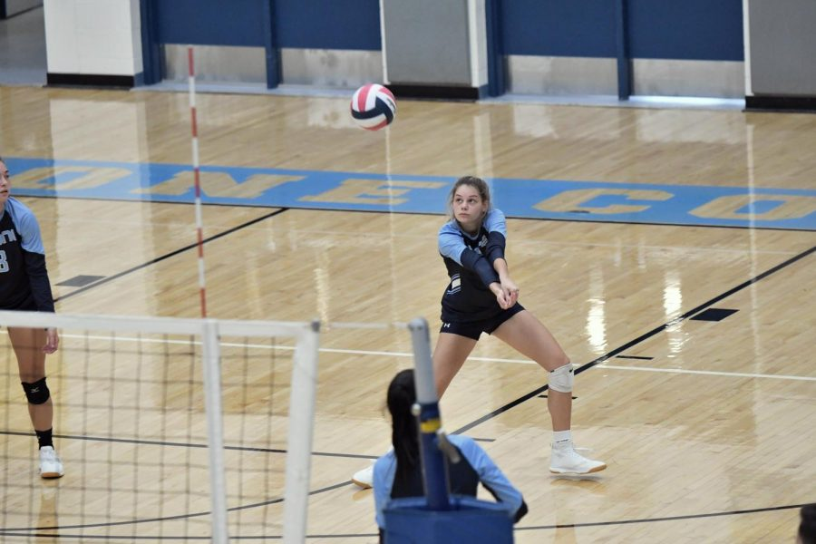 Senior Kendal Franxman prepares to receive the ball during the Oct. 3 match at home against Bishop Brossart. Boone won the match 3-0.